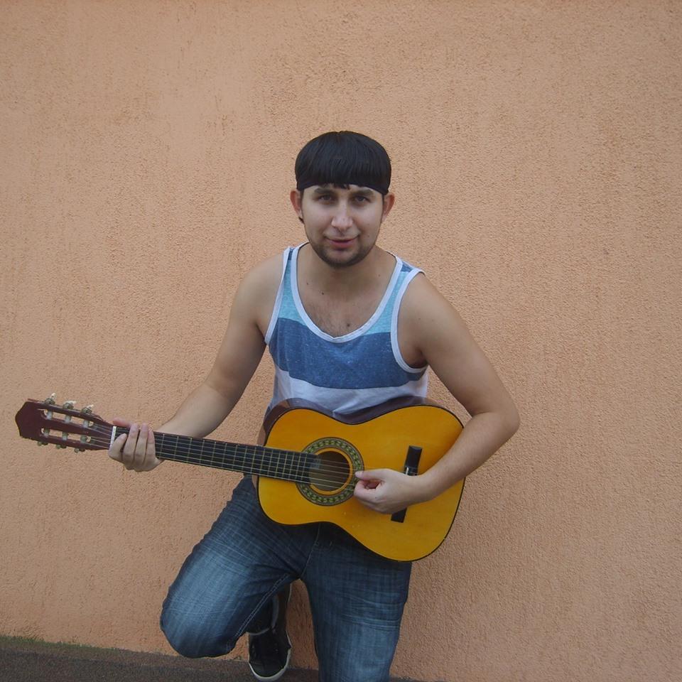 Fernando de la Caransebes s-a lasat de manele si canta muzica populara