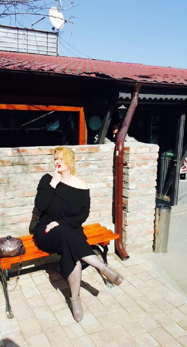 Oana Lis, rochie neagră