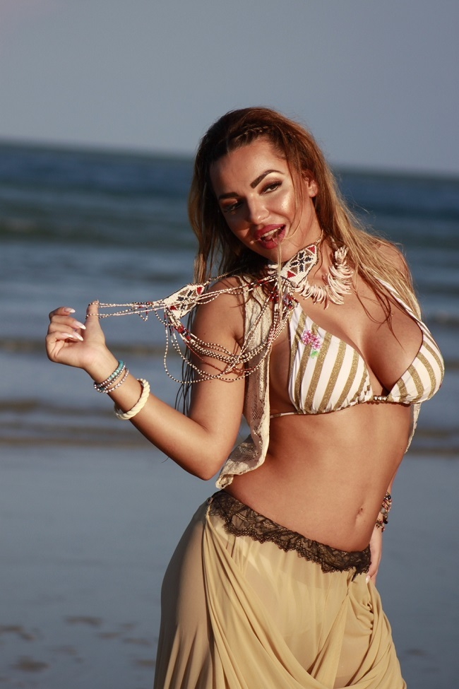 """Ramona Osz  este una dintre ispitele de la """"Insula Iubirii""""."""
