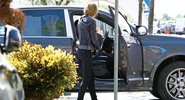 Cristina Şucu este în drum spre serviciu.