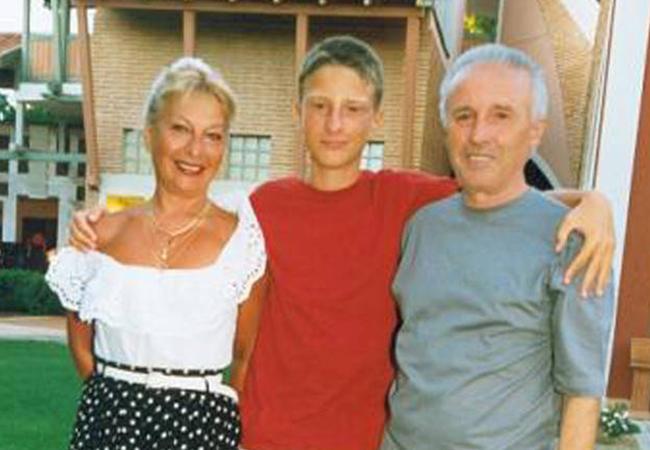 Andrei Tinu, alături de mama şi tatăl său, Emilia Iucinu şi Dumitru Tinu.