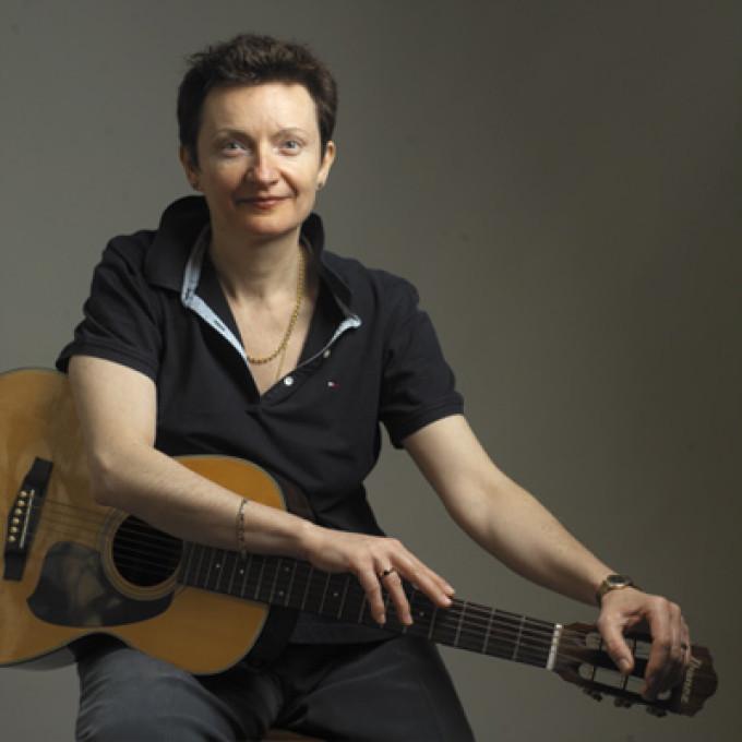 Mona Mureşan, sora clarvăzătoarei Carmen Harra, este un compozitor de renume în Suedia