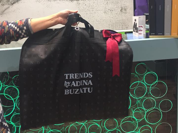 Anamaria Prodan i-a făcut cadou lui Reghe o pereche de jeansi cu steluţe