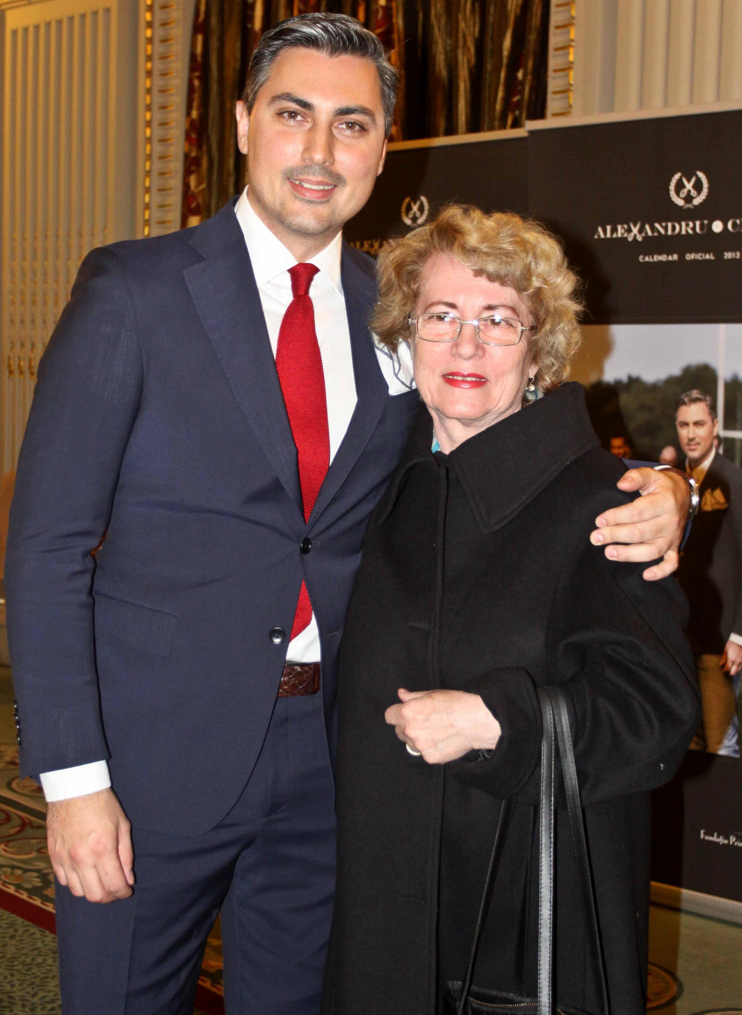 Alexandru Ciucu, alături de mama sa.
