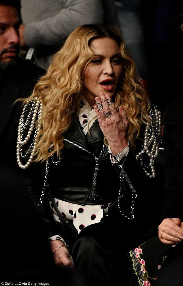 Madonna, mâini de bunicuţă. Sursă foto: Getty