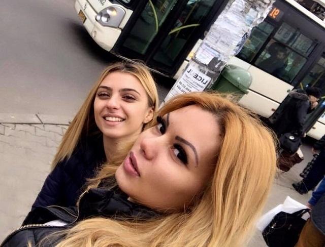 Beyonce de România merge cu autobuzul.