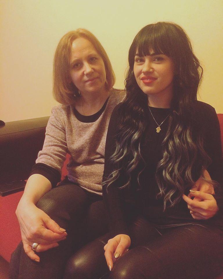 Andreea şi-a schimbat look-ul şi a petrecut Crăciunul alături de mama sa.
