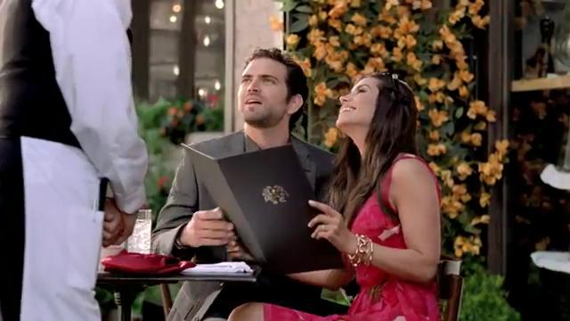 Actiunea spotului publicitar in care Lili este protagonista se petrece la o terasa