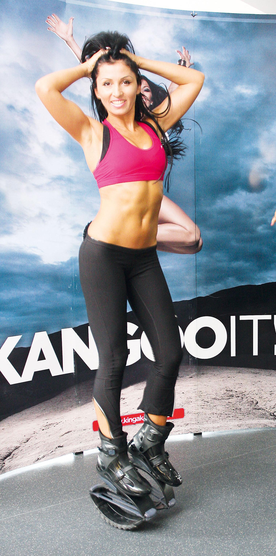 Kinga este cea mai cunoscuta profesoara de kangoo-jumps din Romania