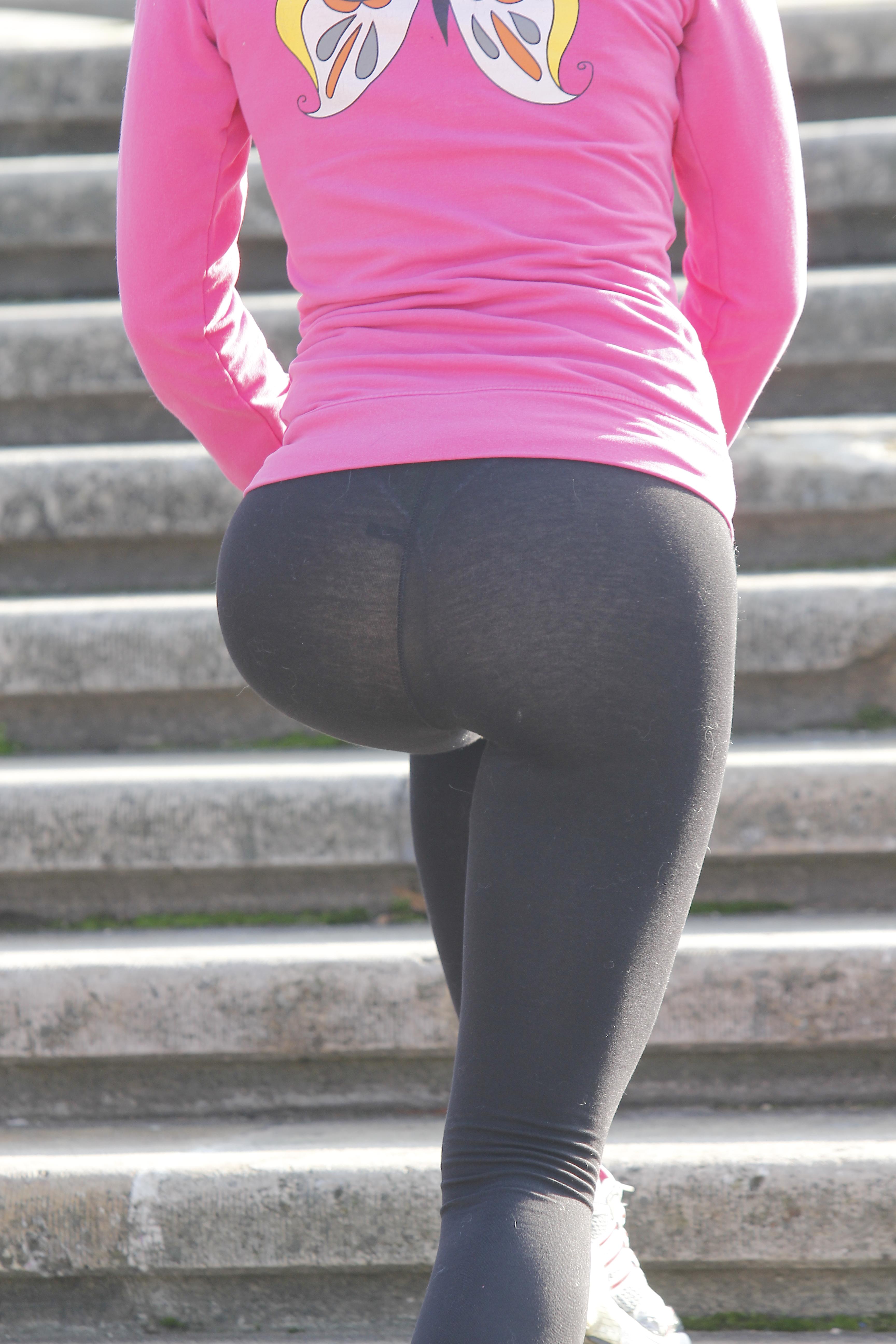 Wanda iese aproape zilnic la gimnastica in parc, iar de cele ami multe ori alege sa poarte colanti