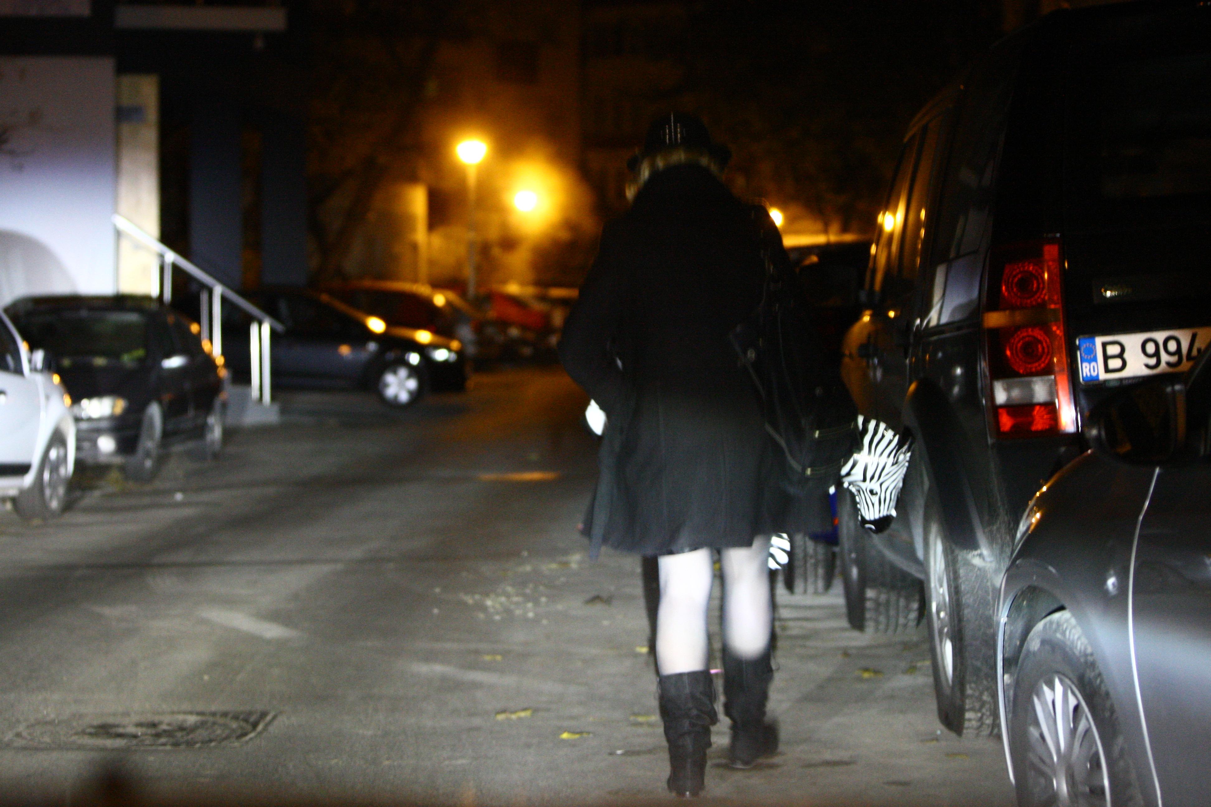 Vedeta s-a plimbat prin cartier cu zebra gonflabila