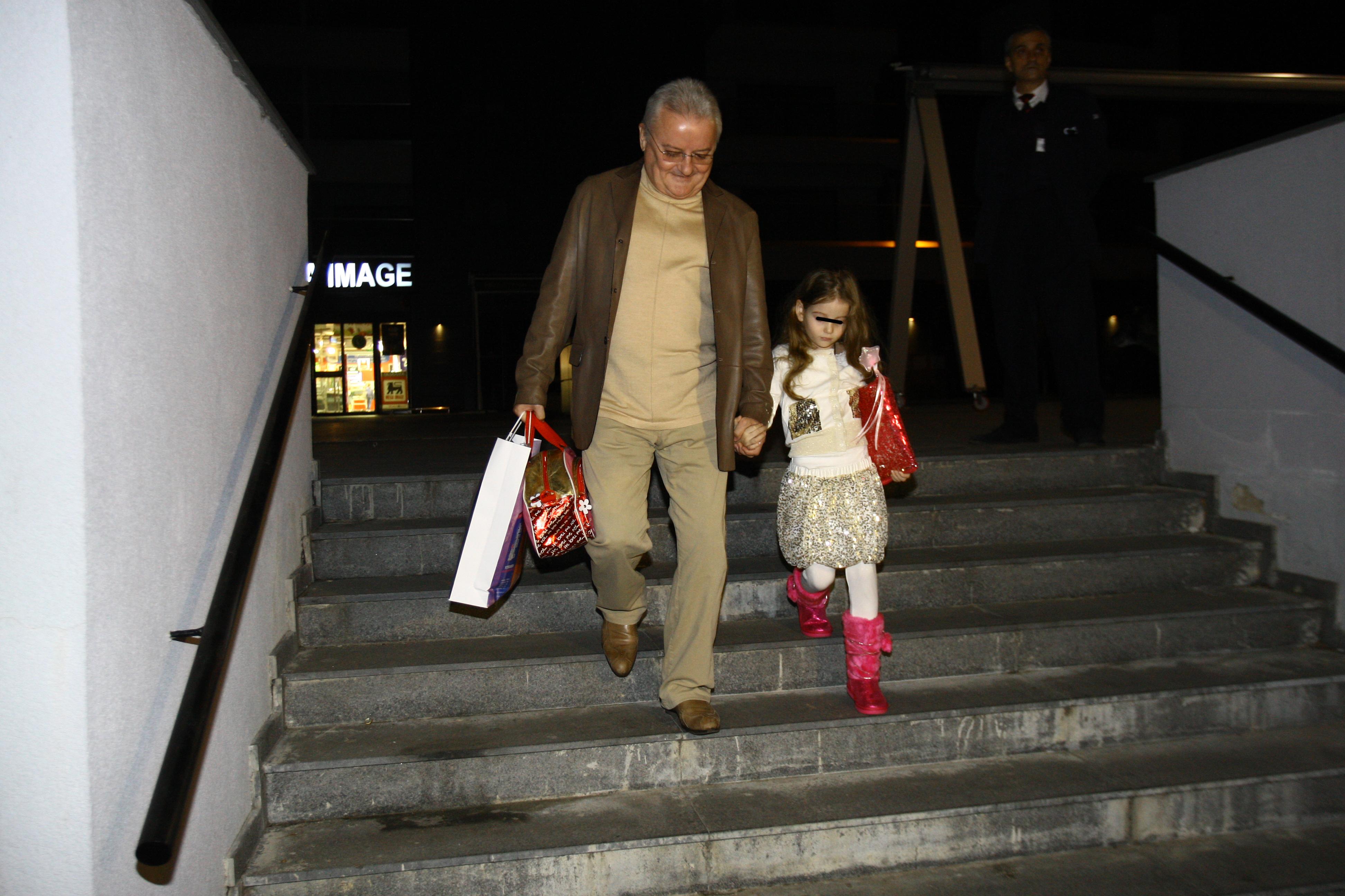 Irinel a dus-o pe Irina, in weekend, acasa la Monica, insa cei doi au asteptat in zadar in fata blocului