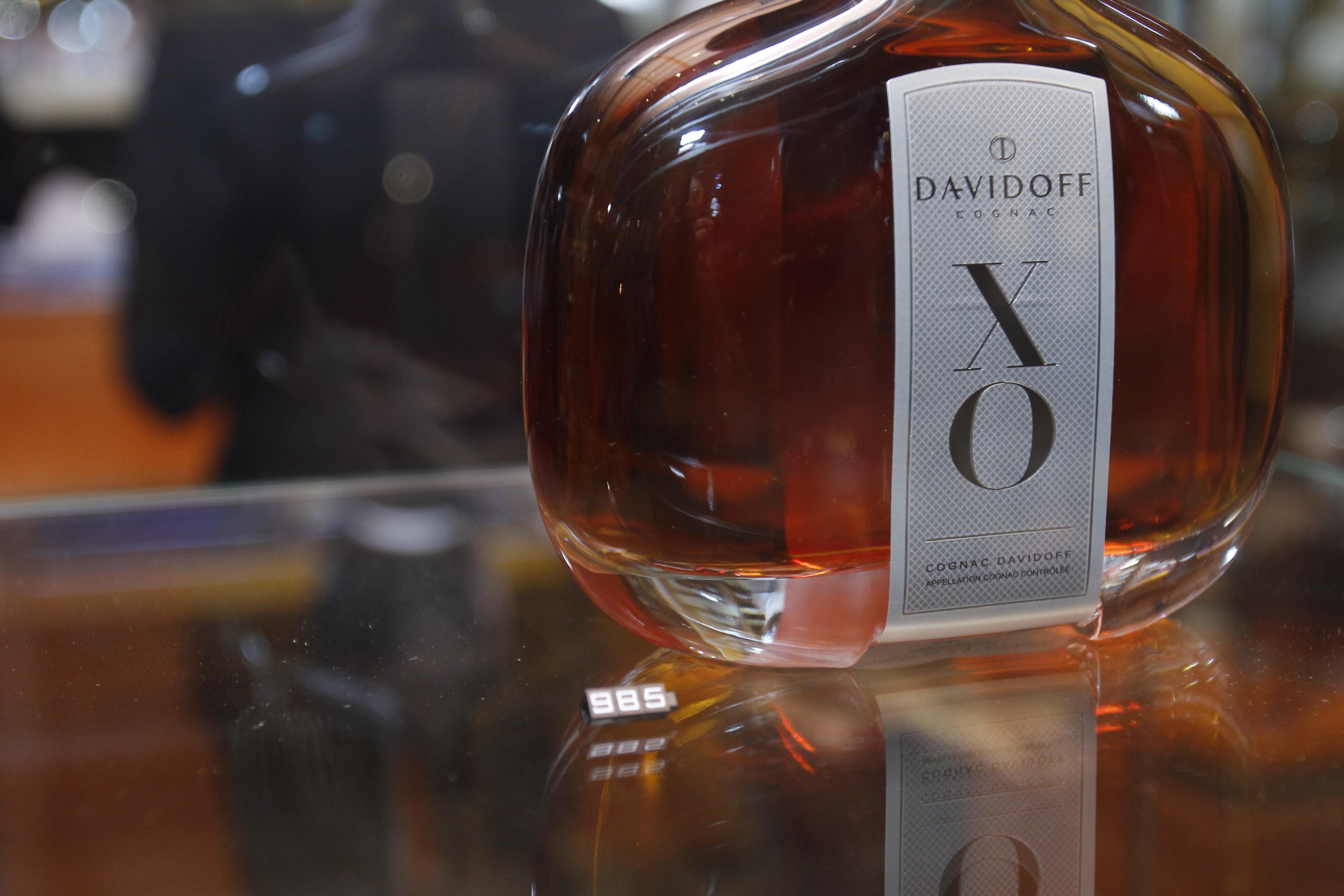 magazinul dispune si de o gama larga de bauturi alcoolice potrivite pentru impatimitii de tigari de foi