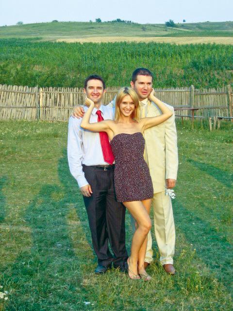 Adela va face Revelionul cu fratii ei, care o vor urma la Chisinau