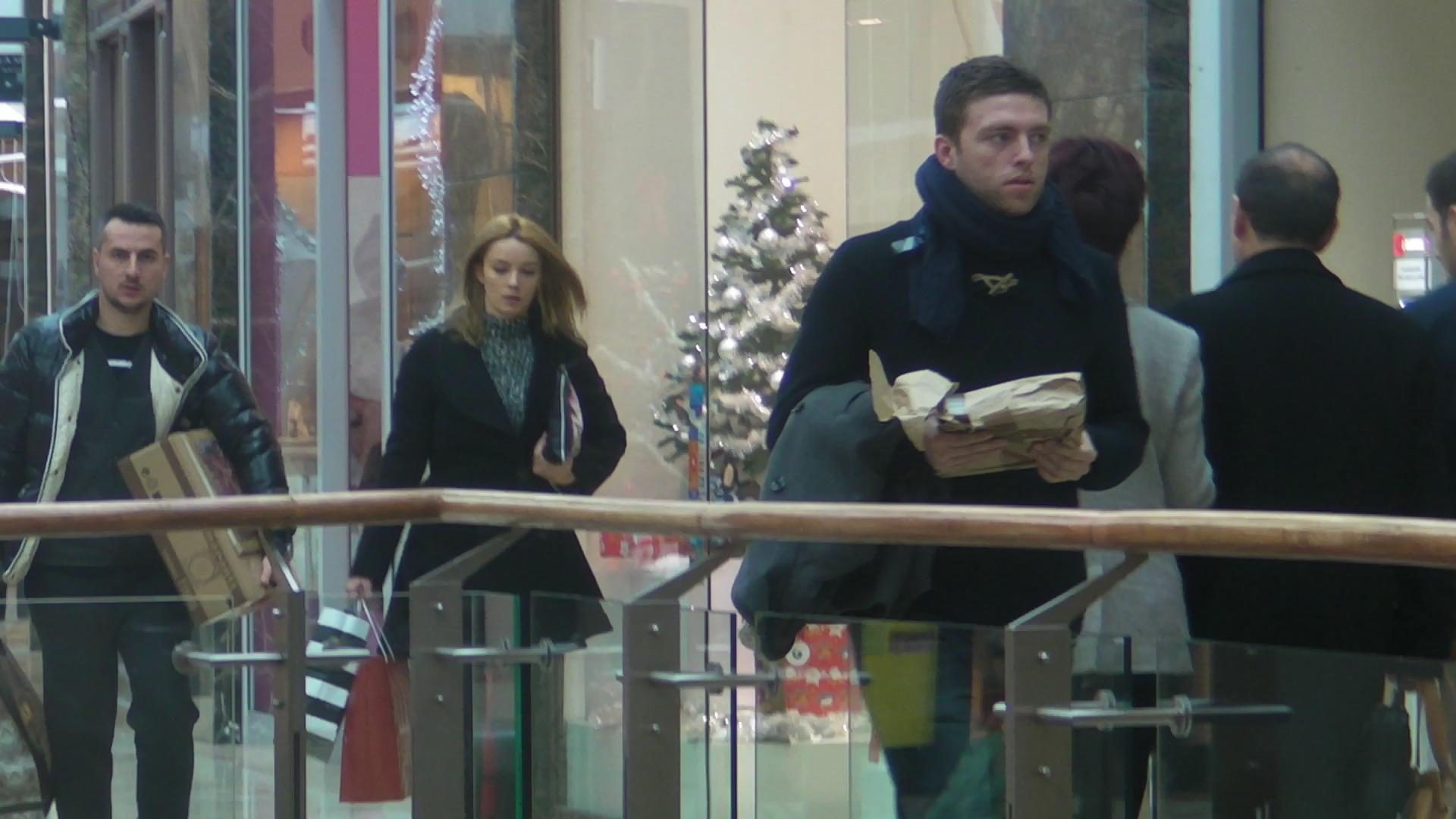 Diana si Ducu au mers la mall pentru a cumpara cadouri pentru Craciun