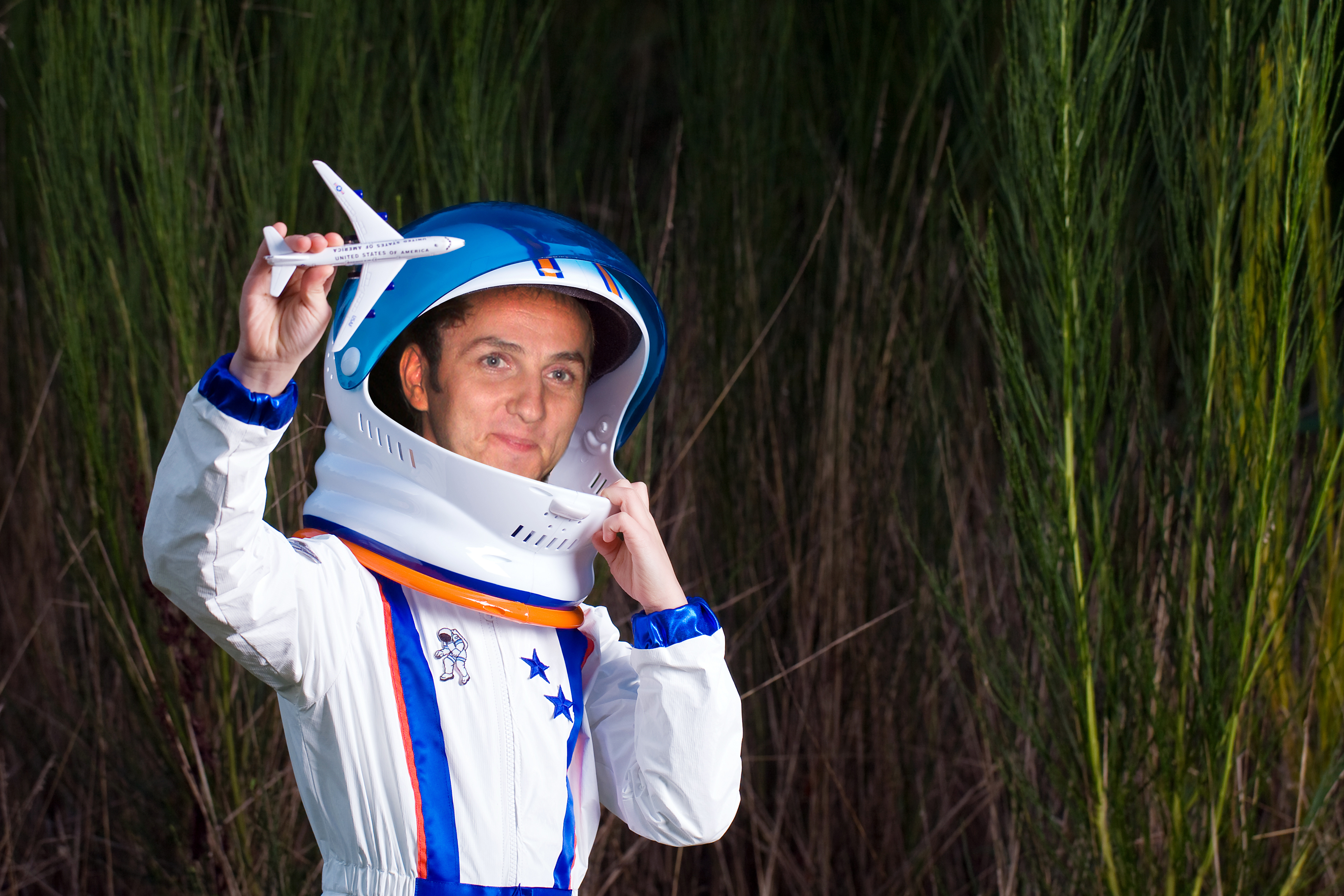 Asa se va echipa artistul inainte de a pleca pe Marte