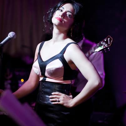 Aylin Cadar canta, danseaza si joaca pe mai multe scene, talentul sau este incontestabil