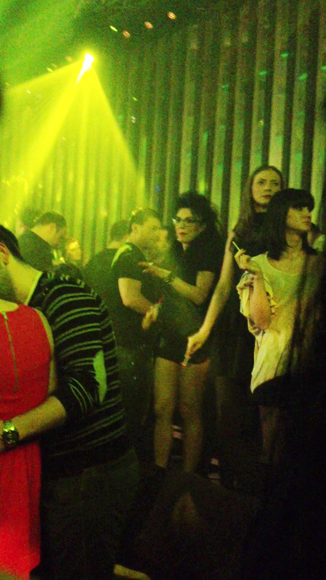 DJ Wanda danseza de mama focului, libera si nestingherita