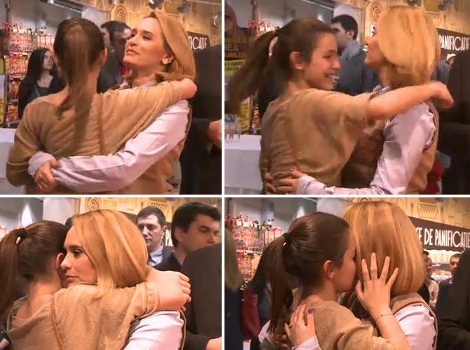 Mamica Andreea Esca si fiica Alexia, surprinse intr-un moment tandru