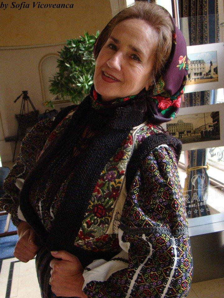 la 71 de ani, Sofia Vicoveanca arata foarte bine, insa sustina ca oglinda este necrutatoare si de multe ori cand se priveste se intristeaza