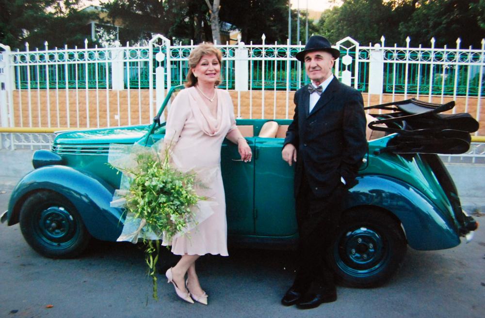 Gabriela si Gheorghe Dinica au trait o idila fulgeratoare casatorindu-se la scurt timp de cand s-au cunoscut