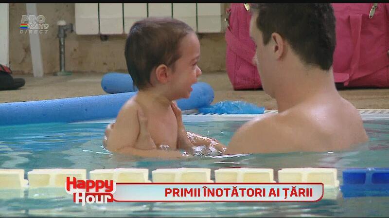 Cătălin Măruţă, noi peripeţii cu tripleţii Nicoletei Luciu - i-a dus la prima lecţie de înot!