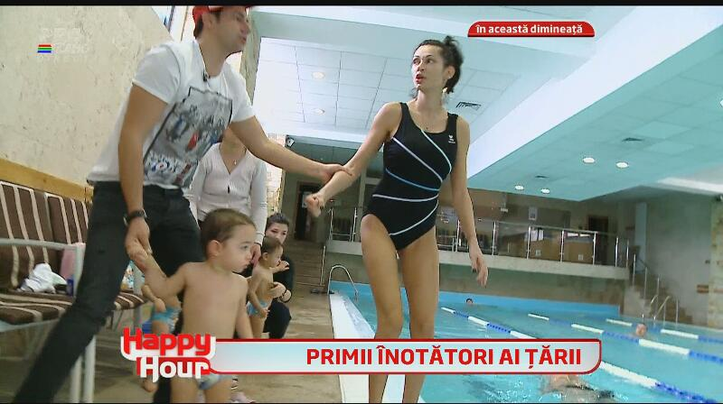 Nicoleta Luciu, la piscină, complet nemachiată! Ce bine arată bruneta în costum de baie, după ce a născut patru copilaşi!