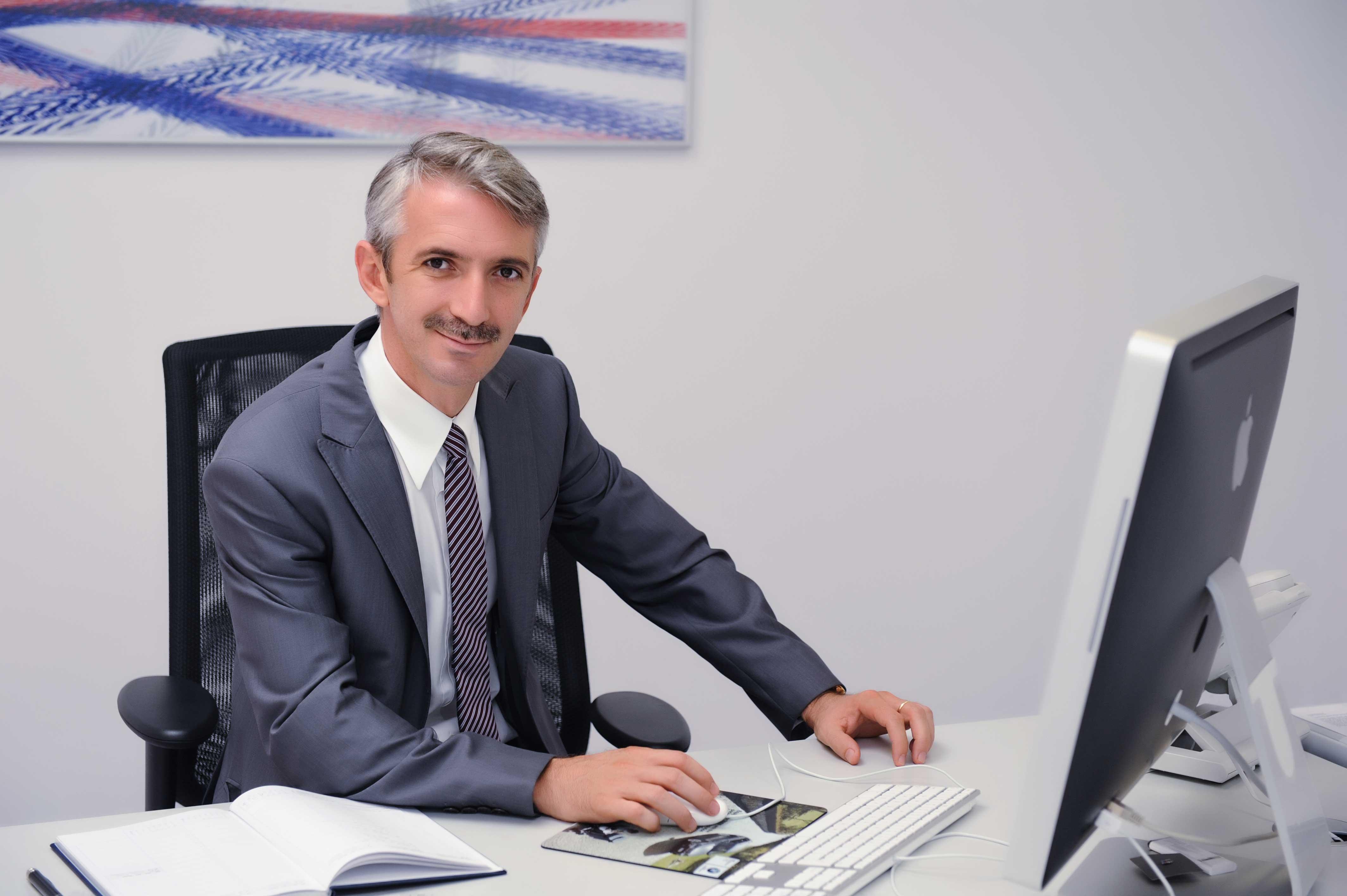 Adrian Prodanel face averi din afacerile auto, dar urca pe scena gratis, din pasiune