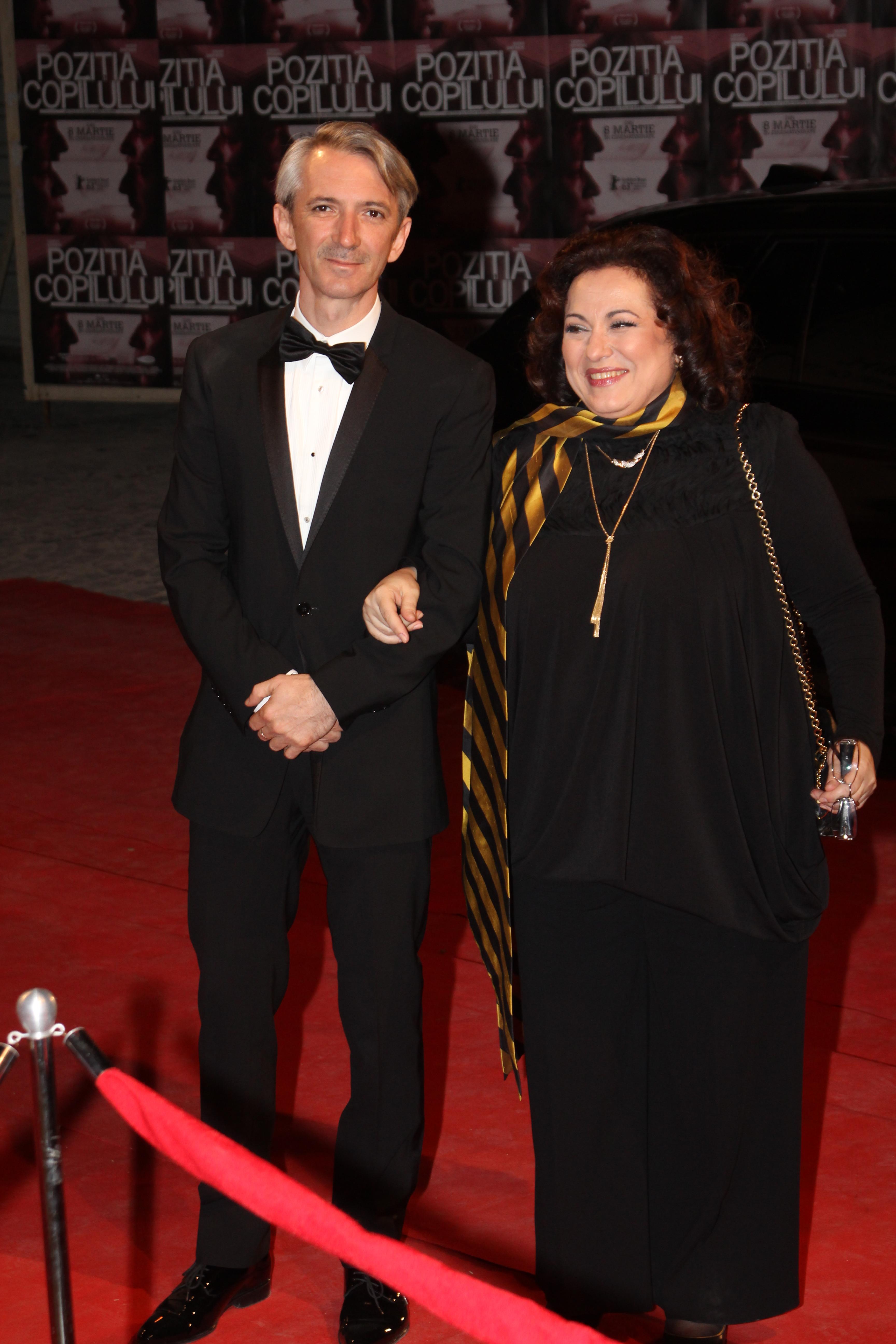 Afaceristul pitestean a zambit mandru pe covorul rosu, la premiera din Romania a filmului