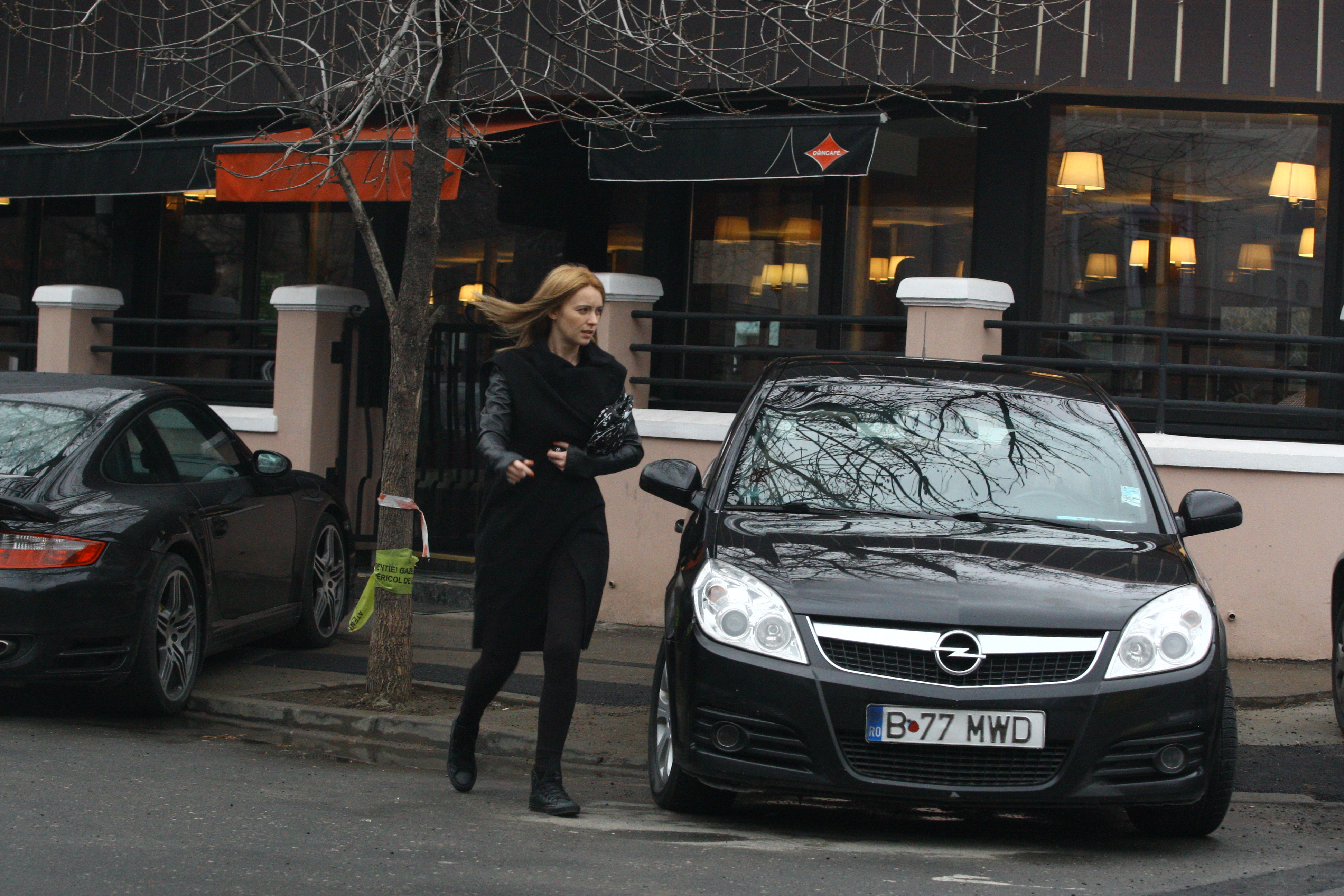 Diana a luat pranzul cu sotul sau, Ducu Ion, insa a iesit singura din restaurant