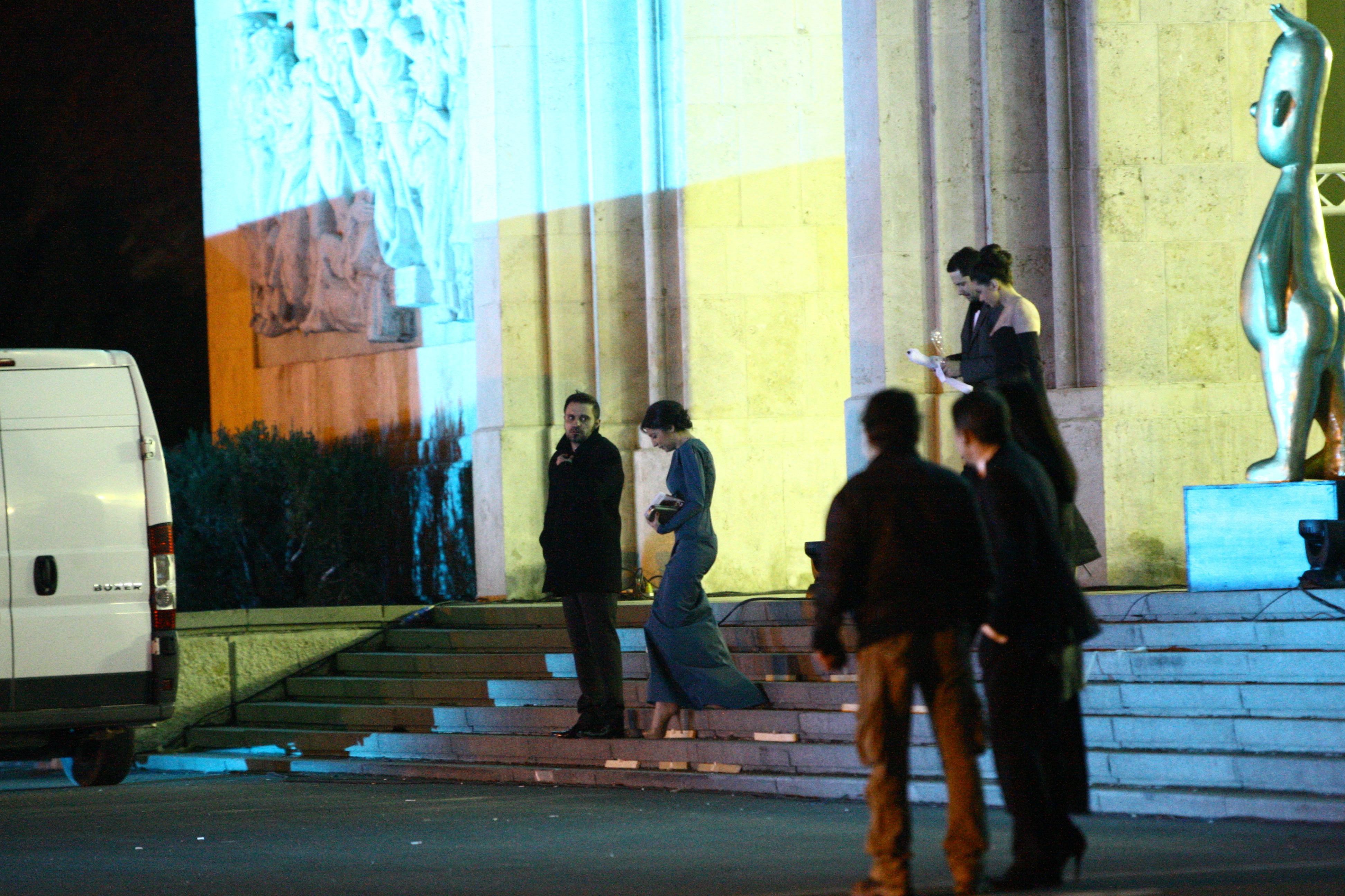 Stefan Lungu si fosta sotie coboara impreuna scarile Operei Romane