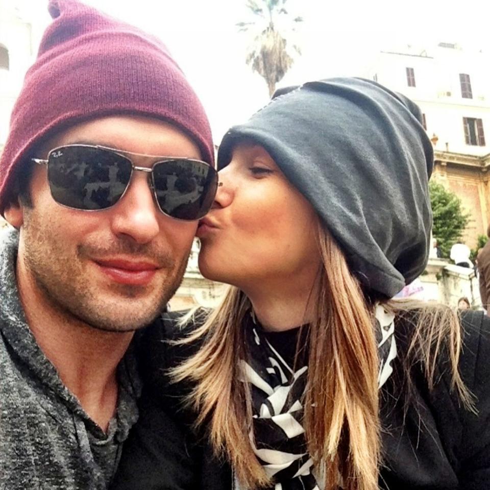 Adela l-a sarutat de mama focului pe Radu