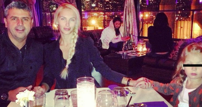 Andreea ia masa in fiecare seara masa in oras, alaturi de iubit si fiica