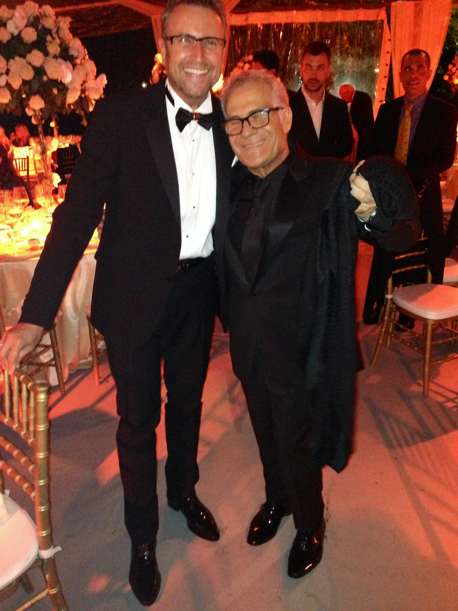 Catalin Botezatu alaturi de Carlo Pignatelli, designerul care a creat cureaua si pantofii pe care romanul le-a purtat seara, la nunta Valeriei Marini
