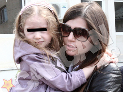 Moni si-a propus sa fie cat mai mult timp in preajma fiicei ei