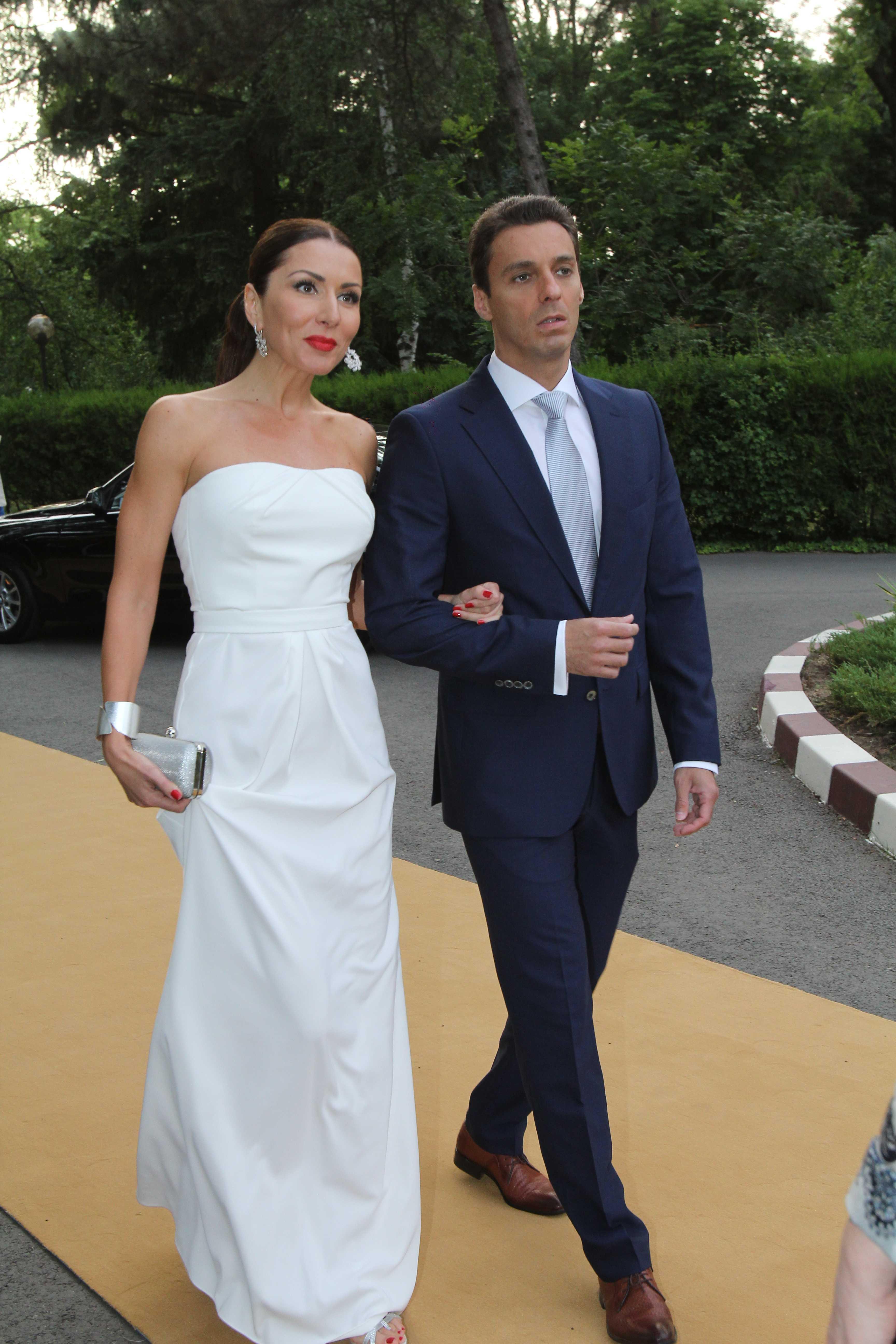 Carmen Bruma a optat si ea pentru o rochie lunga, alba