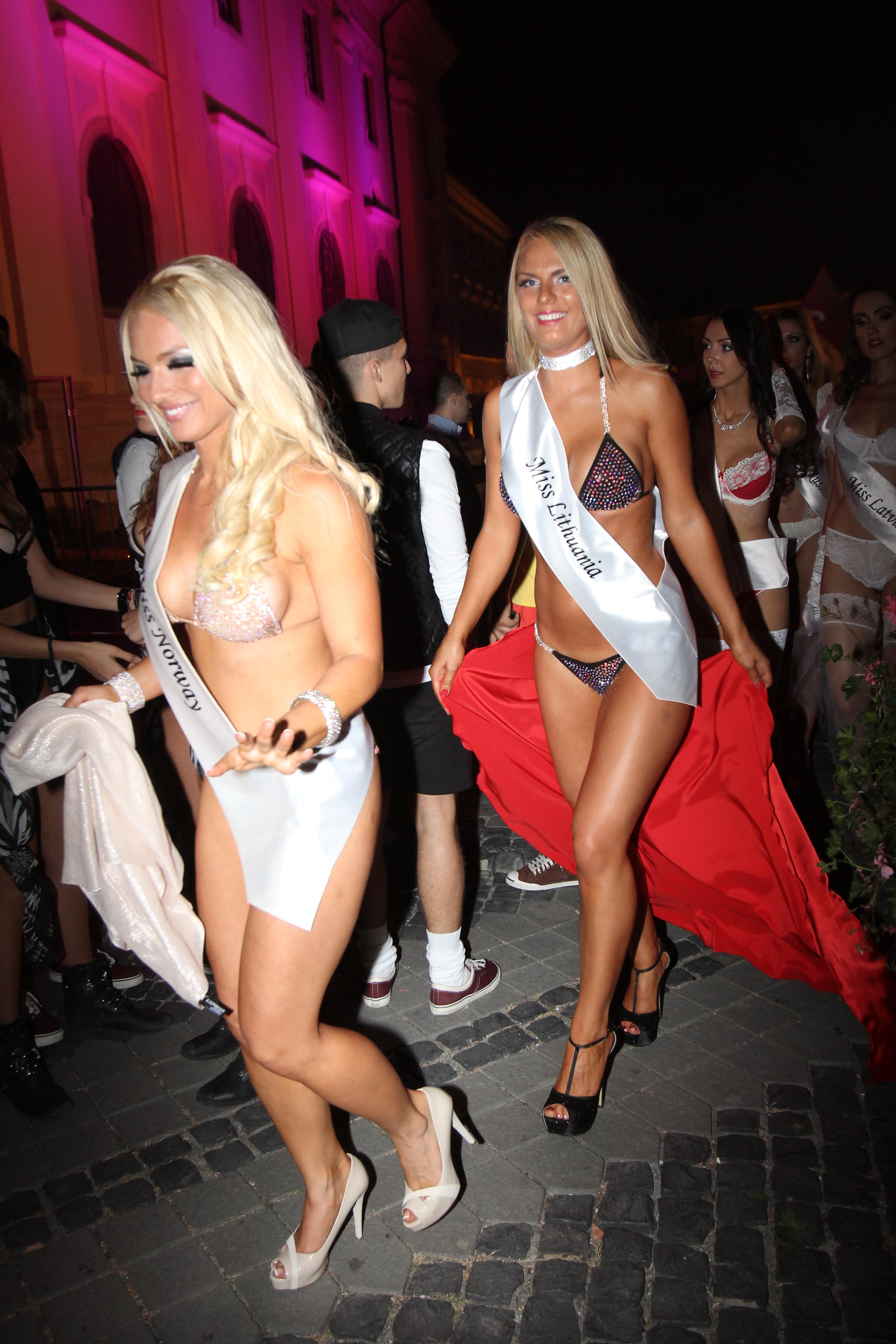 Proba costumelor de baie nu a ajutat-o prea mult pe blonda, care in final nu s-a ales cu niciun loc pe podium