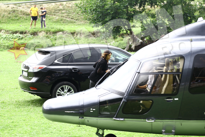 Madalina Ghenea si Gerard Butler au parasit pensiunea in care au innoptat, la bordul unui elicopter G5