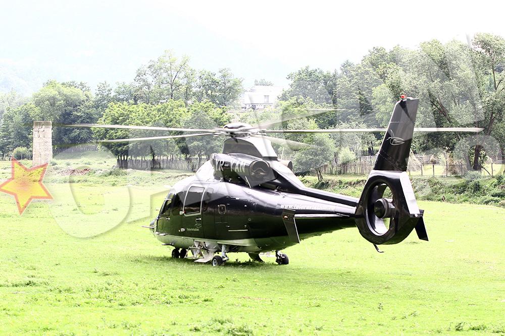 Cei doi au fost asteptati de un elicopter VIP