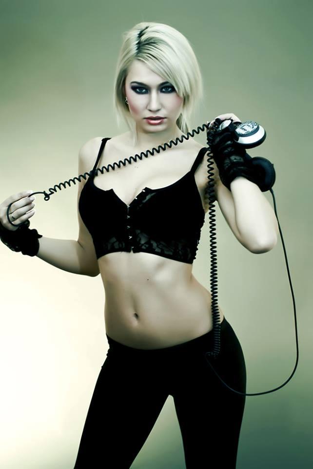 DJ Layla a pozat sexy si rea pentru Radu