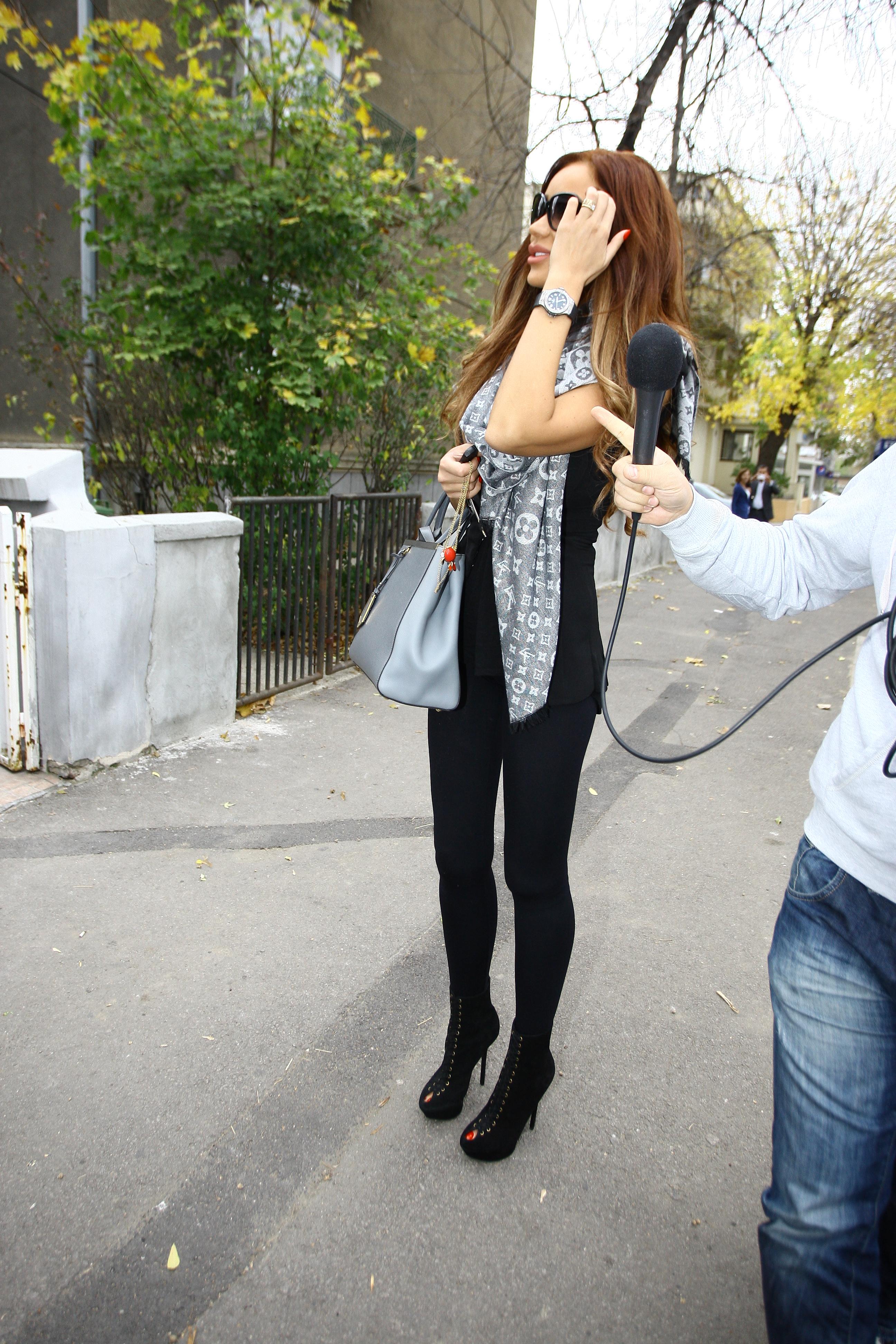 Bianca s-a intors din vacanta cu tinute vestimenare si pantofi