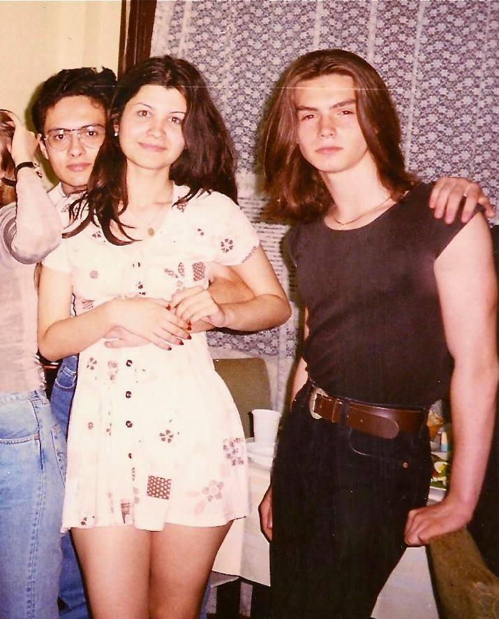 Bogdan avea foarte multi prieteni, in adolescenta