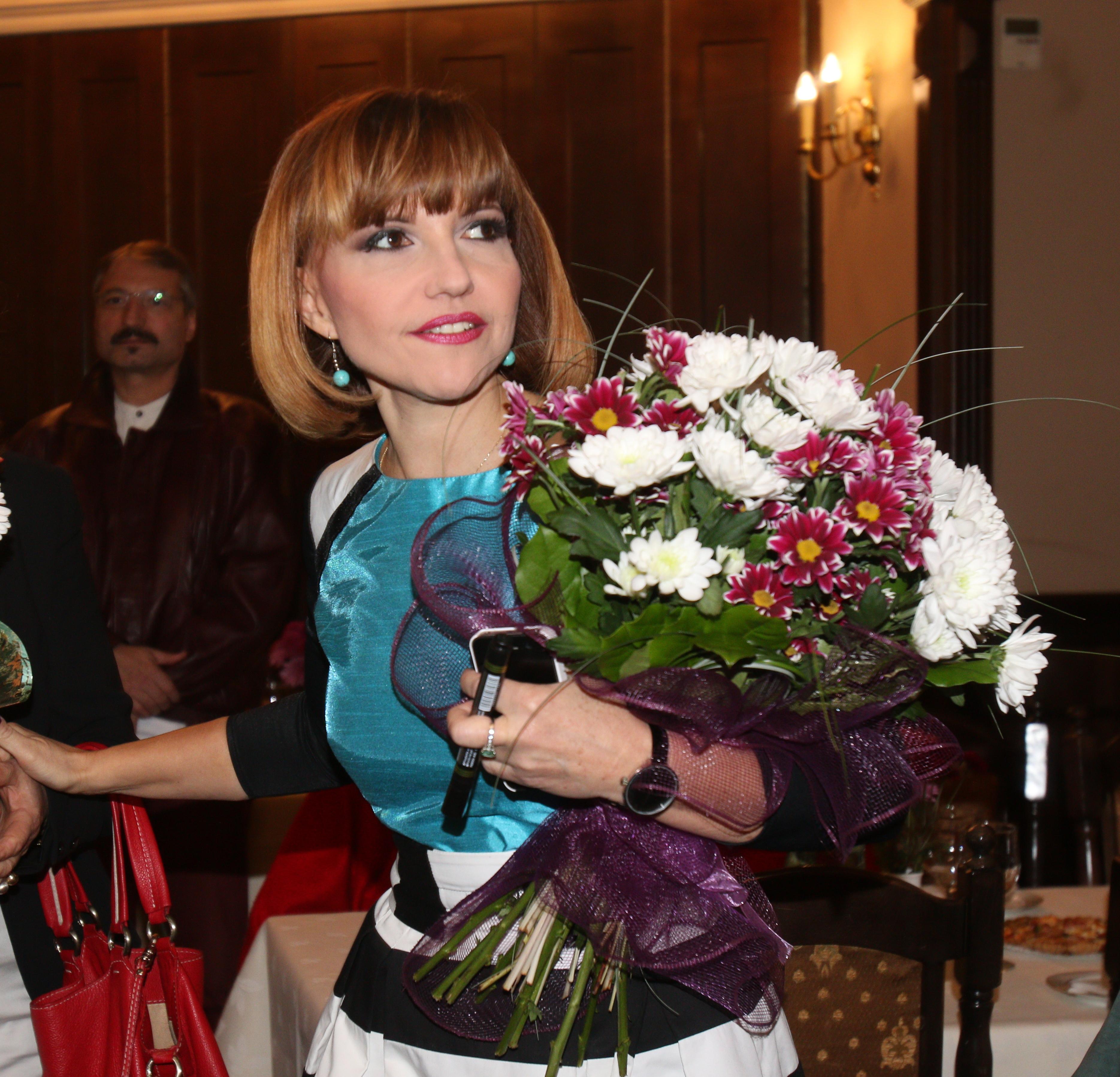 Marina Almasan este inconjurata de oameni care o iubesc