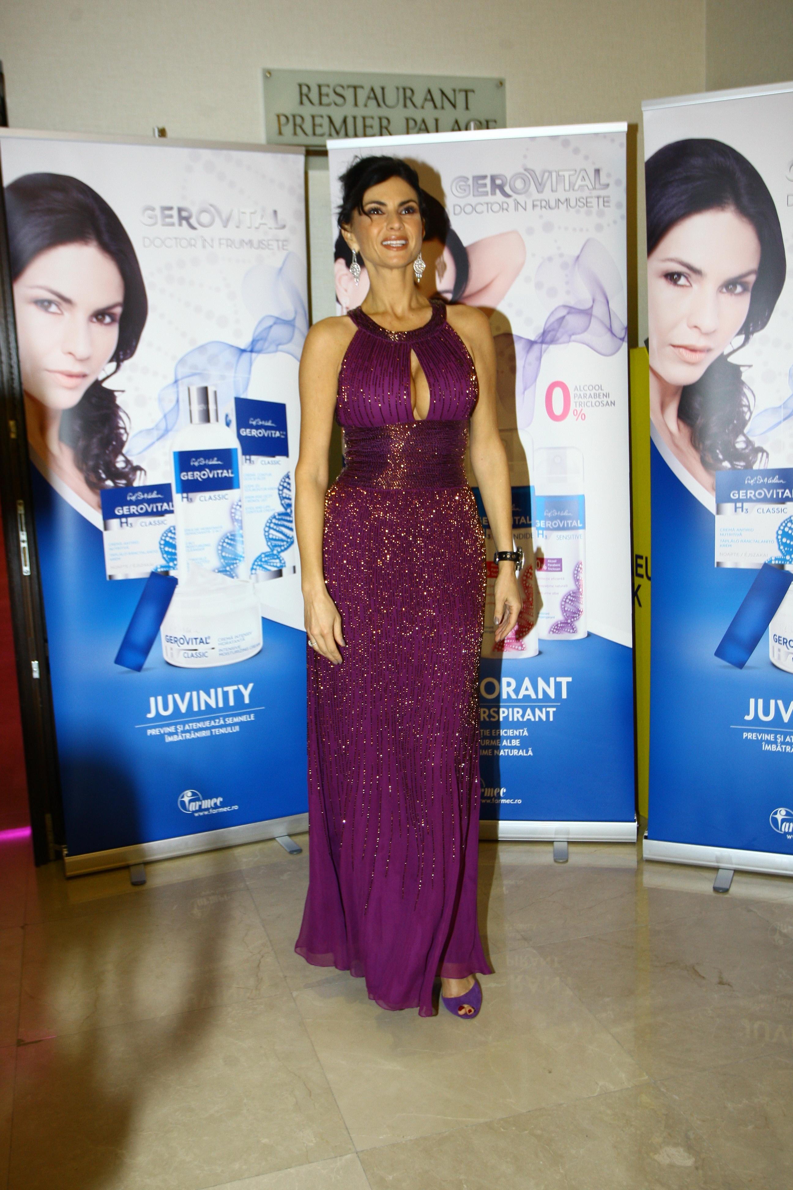 Ramona Badescu a implinit 45 de ani