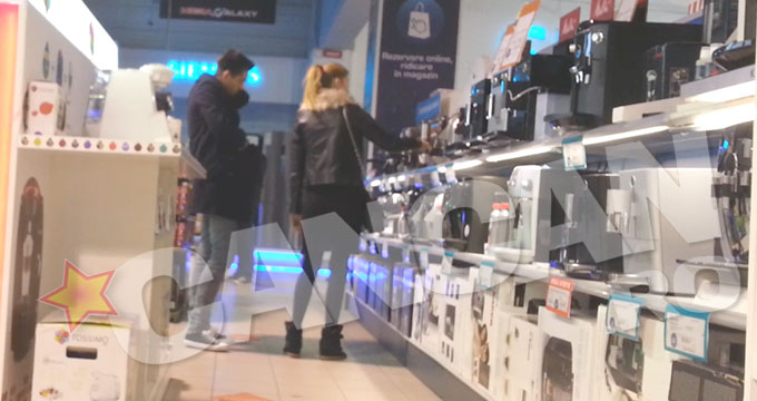 Mihai si sotia lui s-au invartit minute bune prin magazine, la rafturile cu filtre de cafea