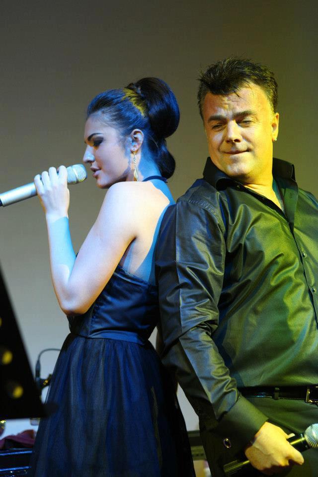 Artistul a cantat in duet cu fiica sa, Diana Enache, care i-a mostenit talentul muzical
