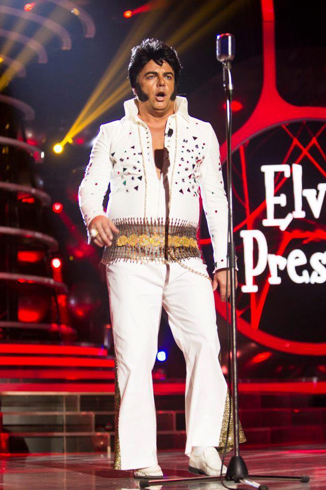 Adrian este un mare fan al lui Elvis Presley, pe care il imita foarte bine