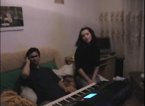 Acum cinci ani, Bijou era o tanara timida, care canta melodii bisericesti sursa: youtube.com