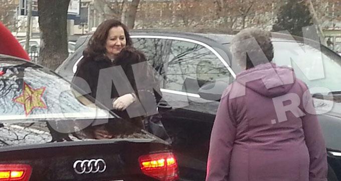 Mama Oanei a pazit-o, cat fiica ei a facut ultimele aranjamente, in masina