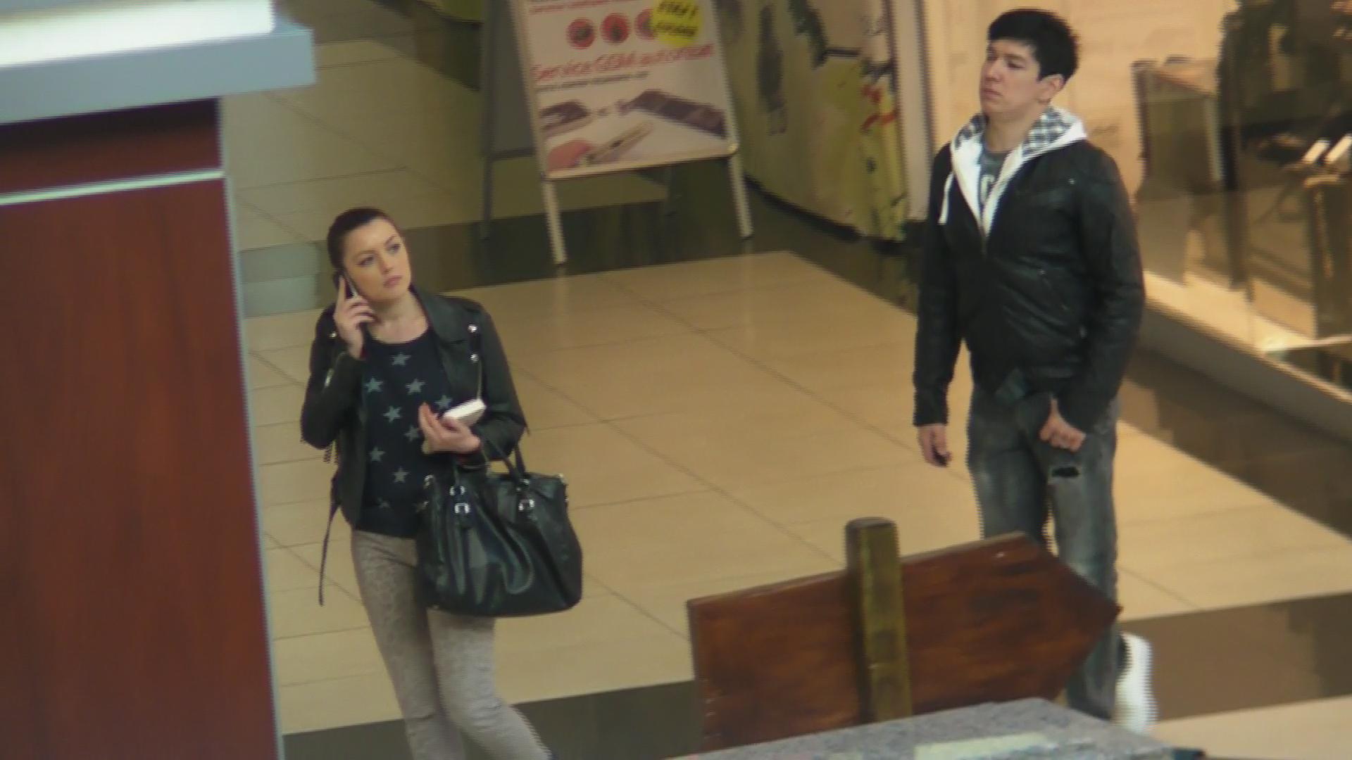 Elena si sotul ei au ajuns mai tarziu la mall. Nicholas era deja acolo cu matusa Ana Maria